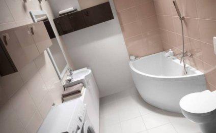 ванны комнаты с угловой ванной